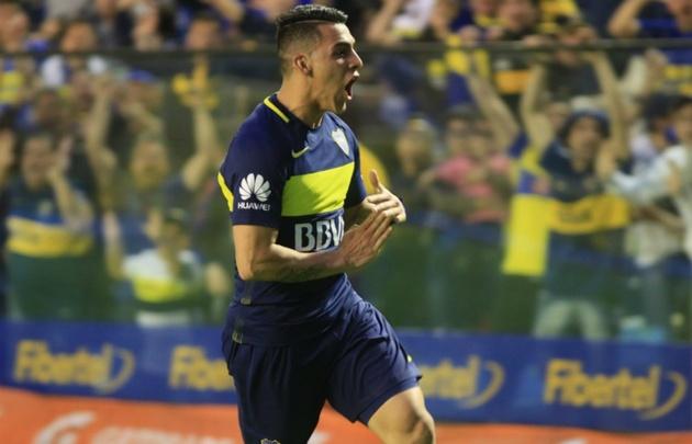 Cristian Pavón celebró su gol haciendo una ''T'' con sus manos.