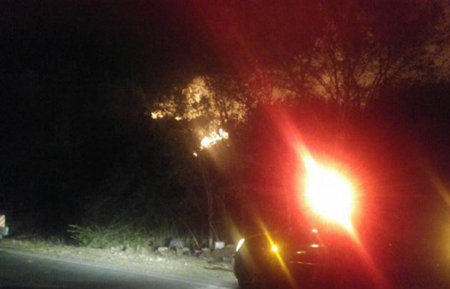 Incendio en la autopista Córdoba-Carlos Paz (Foto: Carlos Paz Vivo).