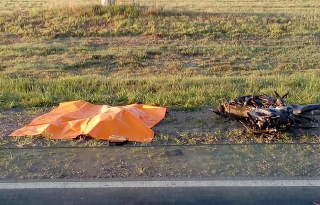 El cuerpo de la víctima quedó tendido a un costado de la ruta.