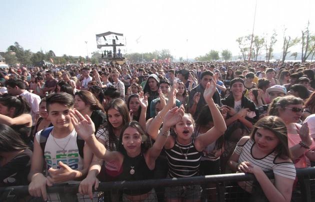 Una multitud festejó la primavera en Carlos Paz.