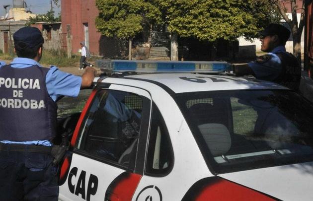 Los policías fueron agredidos en barrio Altamira, en medio de una detención.