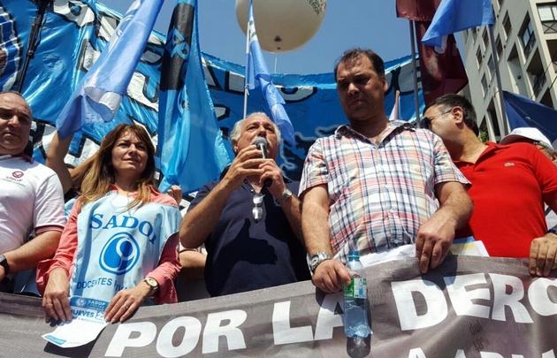 Los estatales marcharon por el centro de Córdoba.