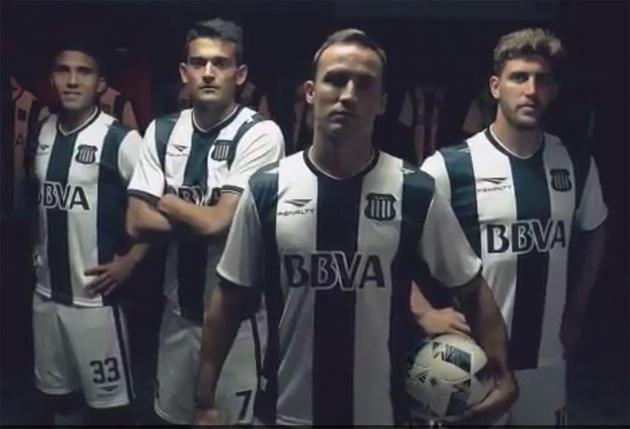 Reynoso, Ramis, Klusener y Strahman lucen la nueva camiseta del ''Albiazul''.