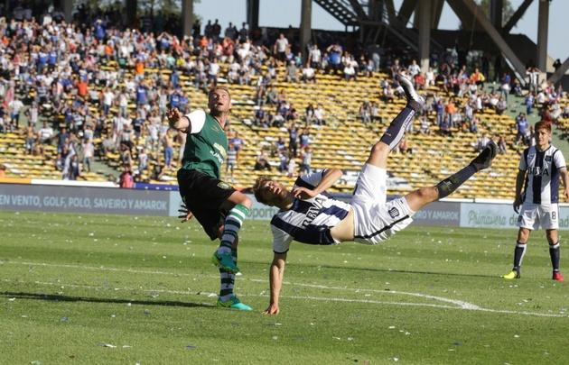 Strahman, que intentó una chilena ante Banfield, irá por un gol en Mar del Plata.