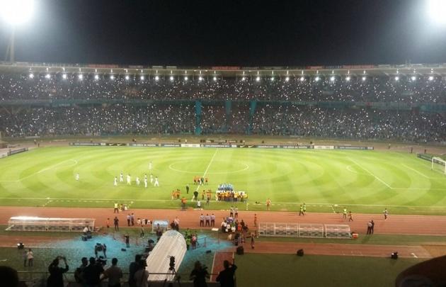 Los hinchas de la ''B'' colmaron el estadio y brindaron un espectáculo impactante.
