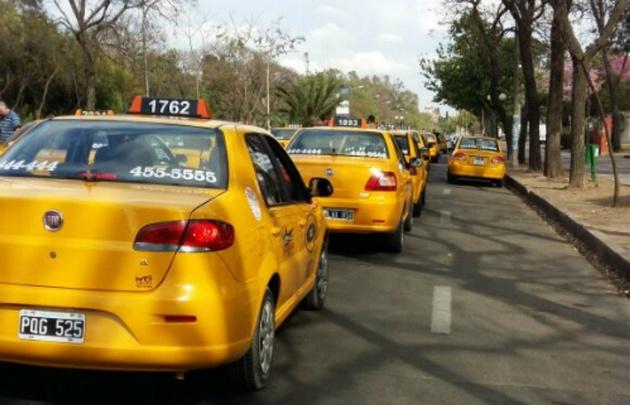 Se prevé un nuevo aumento en la bajada de bandera de los taxis.
