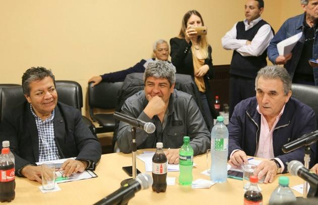 Moyano (centro), junto a Schmid y Martínez, de UOCRA.