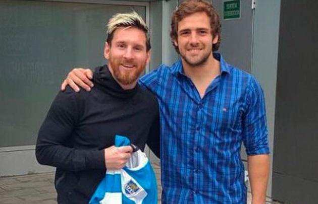 Messi, junto a Nicolás Sánchez en Barcelona.