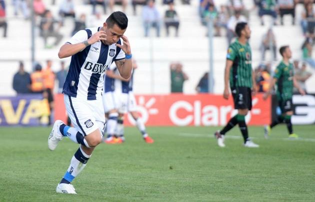 Muñoz Rojas celebra su gol, el segundo de Talleres.