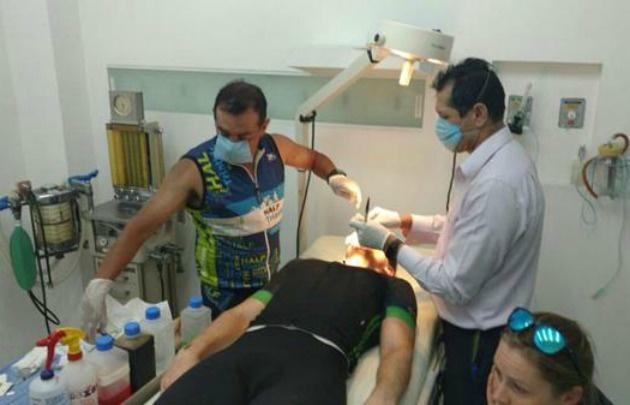 El doctor Rodríguez se animó y operó a su compañero de carrera