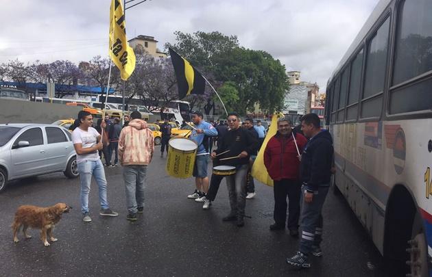 Los taxistas reclaman en la Terminal de Córdoba