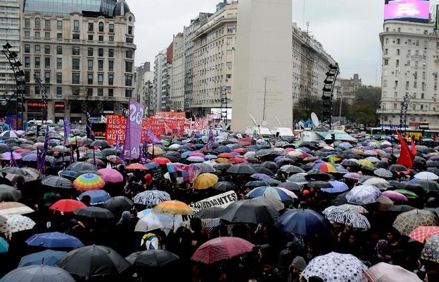 Miles de personas se manifestaron en Capital Federal contra la violencia de género.