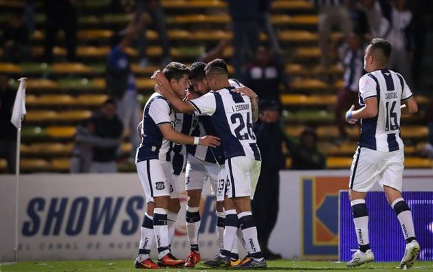 Talleres logró su primer triunfo de local en el torneo.