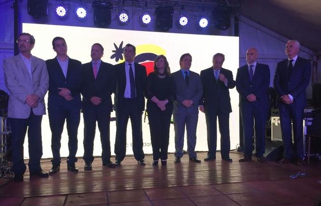 Funcionarios, Barujel y otras empresas participaron de la presentación.