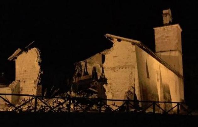 El temblor derrumbó una histórica iglesia en Macerata (Foto: Corriere della Sera).