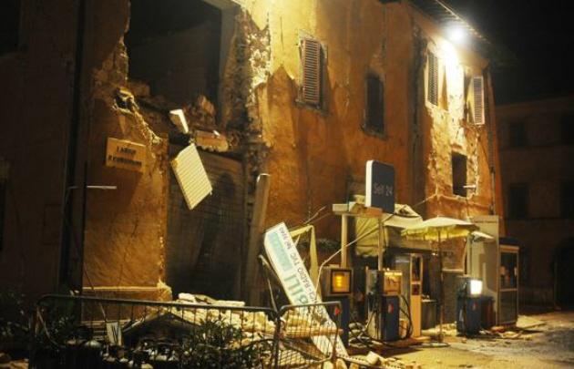 Destrozos por el terremoto en el centro de Italia (Corriere della Sera).