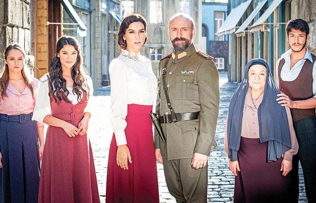 Ergenç y Korel, protagonistas de una nueva novela.