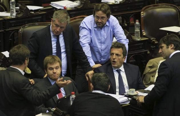 Diputados rechazó abrir el debate por los dietazos.