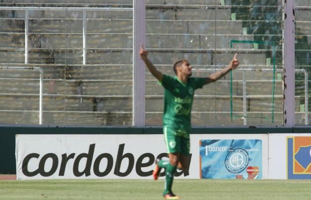 Adrián Balboa golpeó dos veces en Córdoba y fue la figura.
