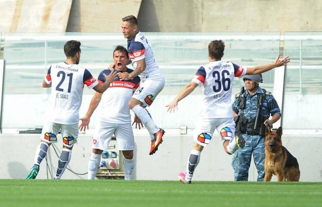 """Gonzalo Bergessio hizo un gol """"desde el vestuario"""", a los 33 segundos."""