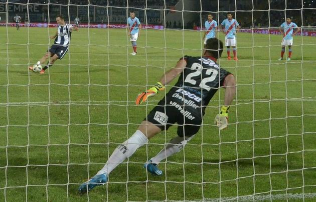 Santillo no permitió que Klusener marcara su gol número 50.