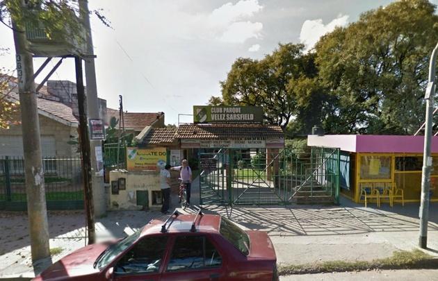 El Club Parque Vélez Sársfield sufrió un cuantioso robo (Foto: Google Street View)