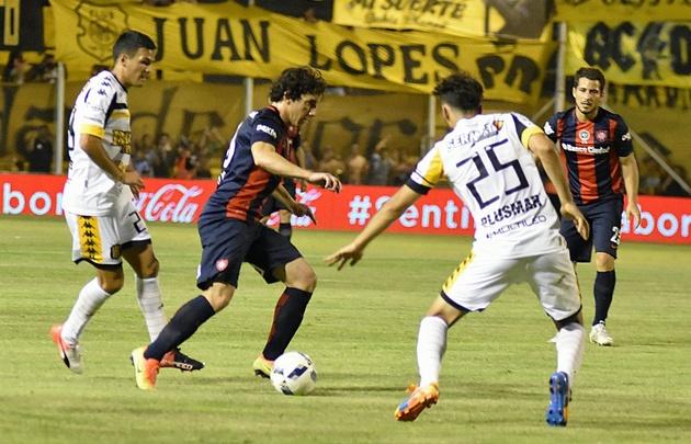 San Lorenzo superó a Olimpo de visitante y es escolta de Estudiantes.