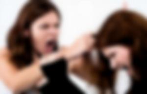 Una mujer atacó a la profesora por reprobar a su hija (Foto ilustrativa)