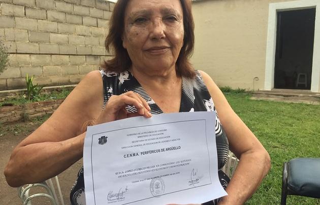Lucrecia Felisa López terminó la escuela a los 69 años.