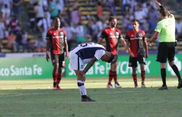 Talleres fue superior, pero no lo aguantó y Newell's logró el empate.