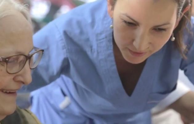 La hermana de Jorge Bergoglio participante del video.