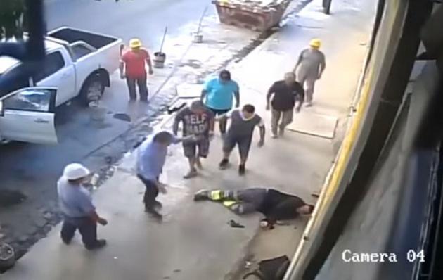 El delincuente quedó tendido en el suelo, pero no murió.