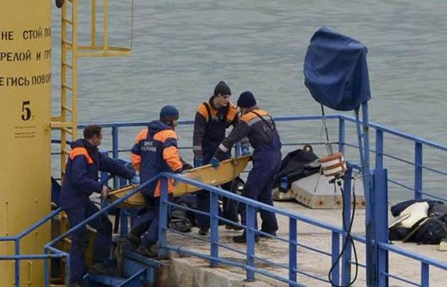 Los rescatistas buscan los cuerpos en el Mar Negro.