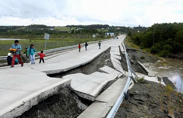 La carretera que conecta con el continente sufrió daños de consideración.