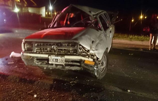 La camioneta volcó en el acceso oeste a Villa Reducción