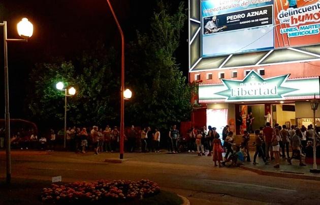Largas filas en los teatros de Carlos Paz.