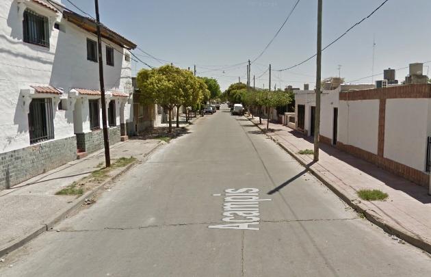 El hecho ocurrió en la calle Acampis al 1400 de Barrio G. Bustos (Foto: Street View).