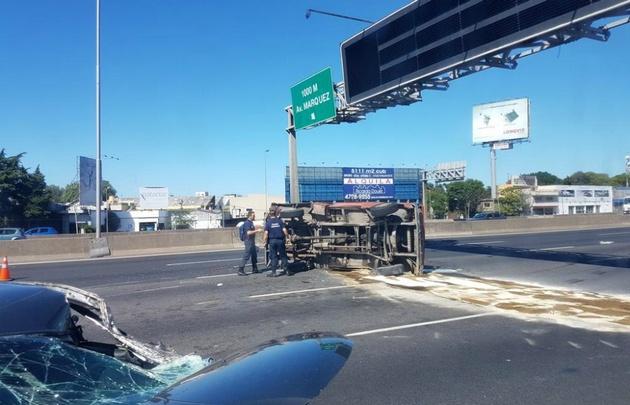 El primer accidente fue a la altura de Martínez  (Foto de Emilio Nahuel)