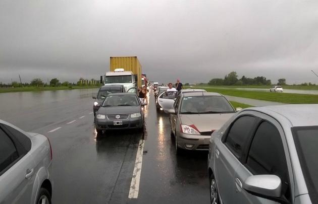 Personal de la Caminera desvía los vehículos por la ruta 9 Sur. (Foto ilustrativa).