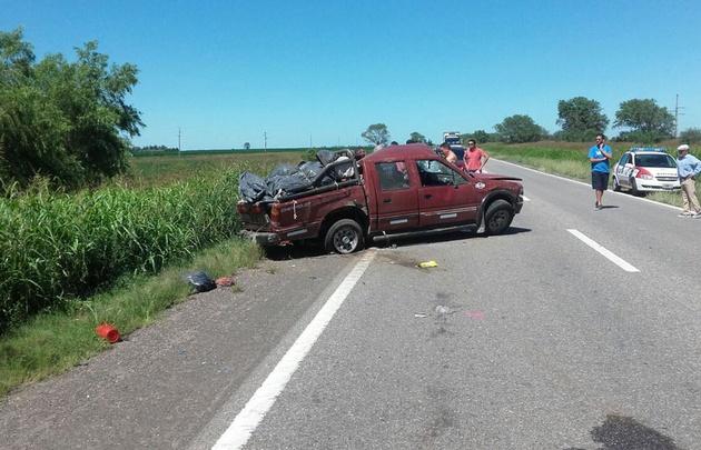 El padre del menor fallecido perdió el control del vehículo por esquivar un pozo.