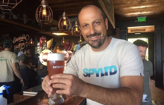 Juan Pablo Viola en la Cervecería Patagonia.