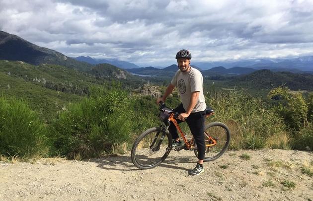 Juan Pablo Viola conoció Bariloche en bicicleta