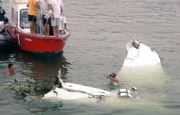 El avión bimotor llevaba cuatro ocupantes, de los cuales tres murieron.