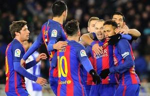Los jugadores del ''Barsa'' celebran el gol de Neymar.
