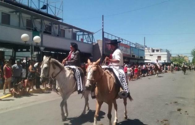 El tradicional desfile gaucho que recorrió las calles céntricas de Cosquín.