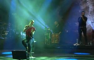 La cantante santafesina dedicó su show a los inundados de su provincia.