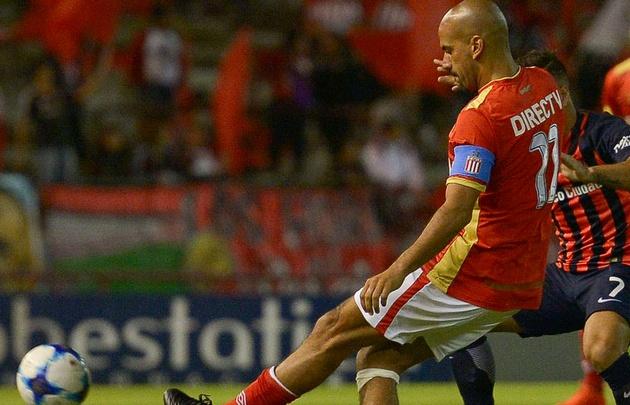 Sebastián Verón se lesionó en el minuto 25 durante el partido con San Lorenzo.
