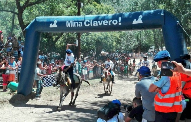 Una multitud participó del Rally de Burros en Mina Clavero.