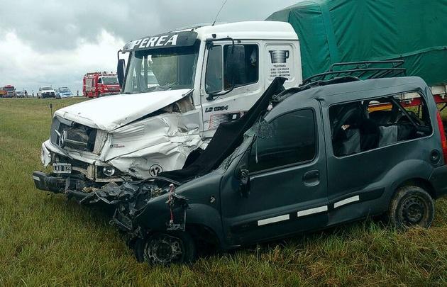 Una familia boliviana murió al chocar contra un camión