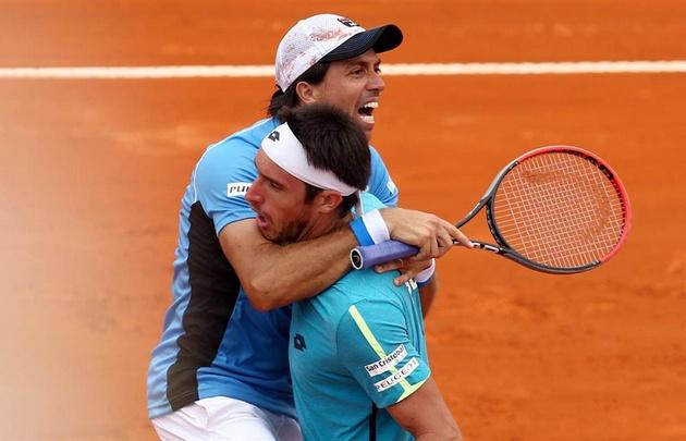 Argentina venció a Italia en un dramático dobles.